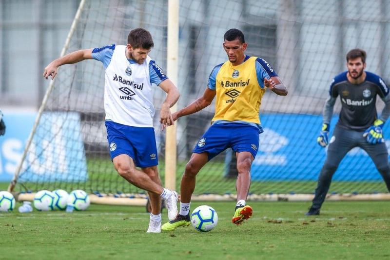 Estreia Ou Improvisacao Ausencia De Geromel Da Indicio De Mudanca Na Zaga Contra O Santos Noticias Donfanews